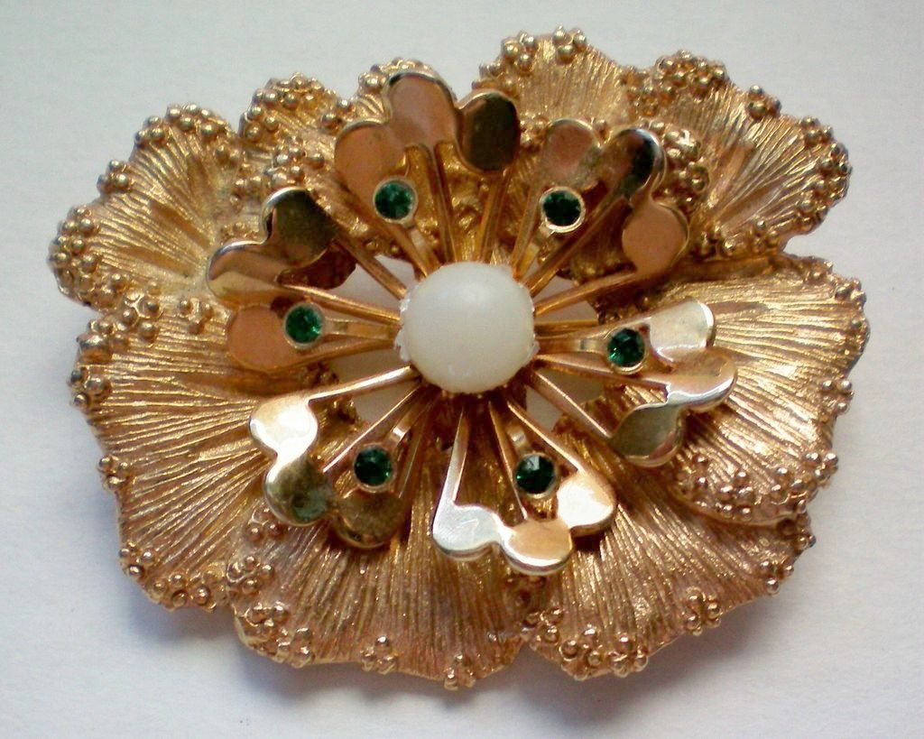 Sarah Coventry Flower Brooch