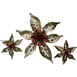 """Sarah Coventry 1967 """"Fashion Flower"""" Pin Brooch & Earring Set"""