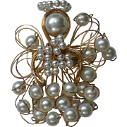 Wire Wrapped Faux Pearls Holiday / Christmas Angel Pin