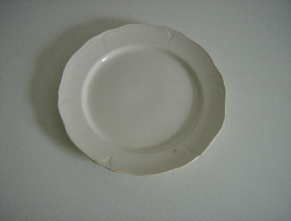Mount Clemens ~ White Petalware  ~ Cake Plate