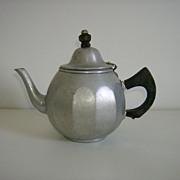 Mirro Aluminum Teapot ~ 1923 ~ Colonial Pattern