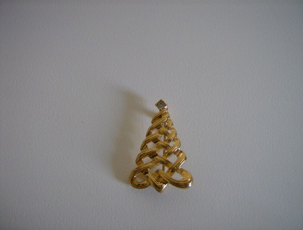 Avon ~ Christmas Tree ~ Brooch ~ 1985