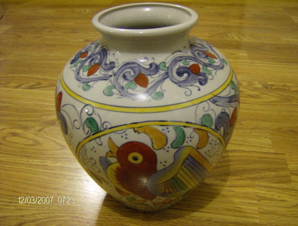 Hand Painted Chinese Vase made by WBI