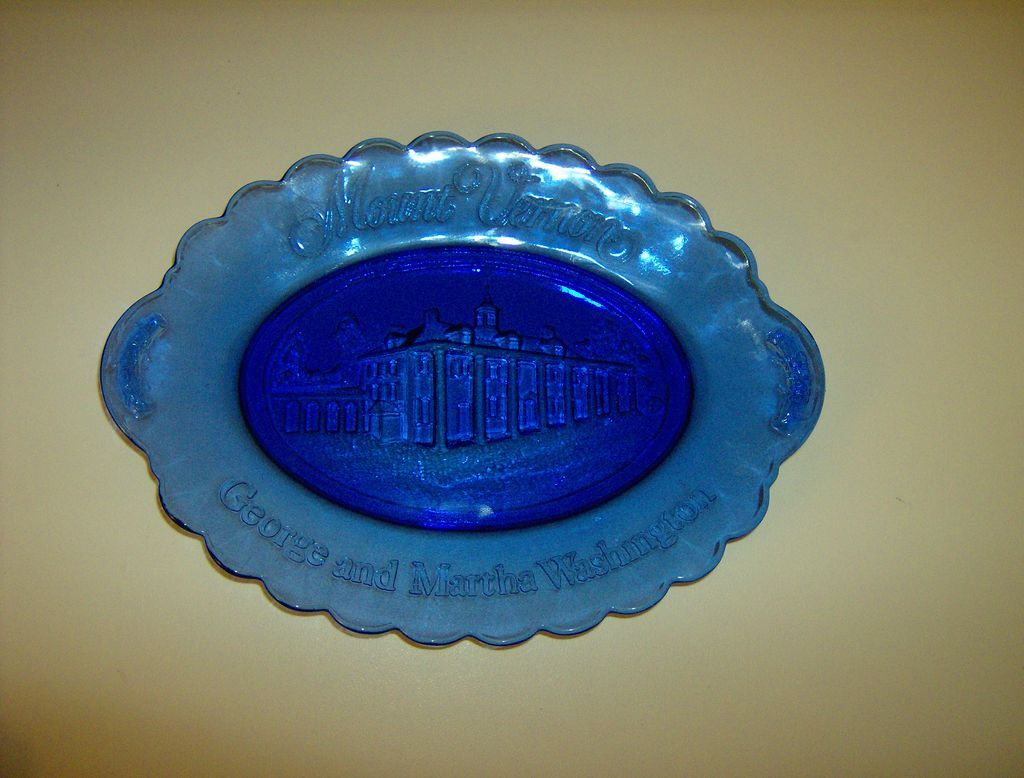 Avon Mount Vernon George And Martha Washington Blue Plate