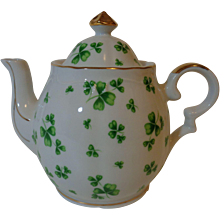 Lefton China Musical Teapot Shamrock