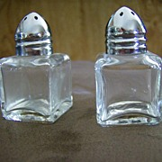 American Airlines Individual Salt & Pepper Set