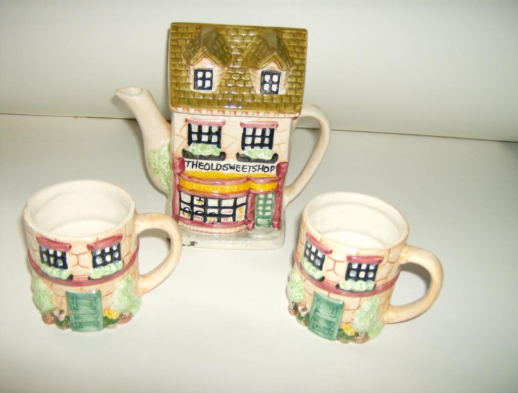 Cottageware Teapot with Cups ~ China