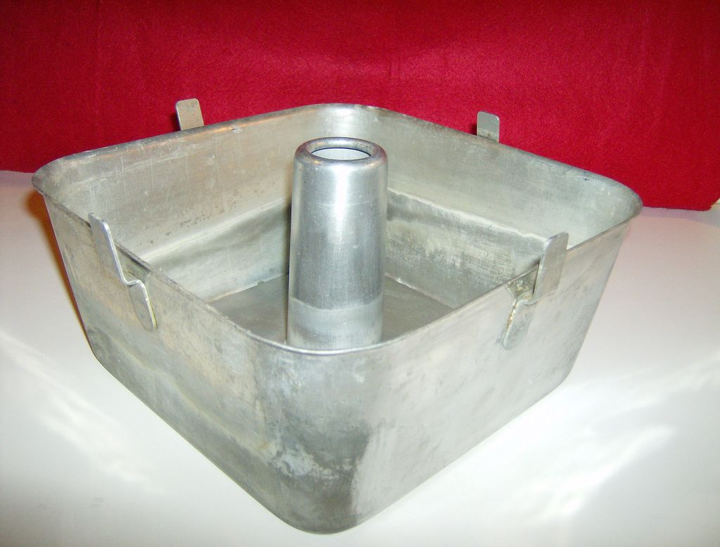 Square aluminum angel food cake pan by wear ever from for Aluminum cuisine