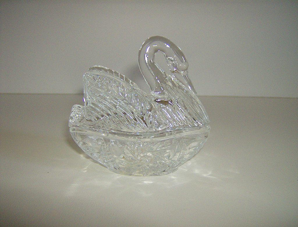24% Lead Crystal ~ Swan Trinket Dish ~ 2 Part