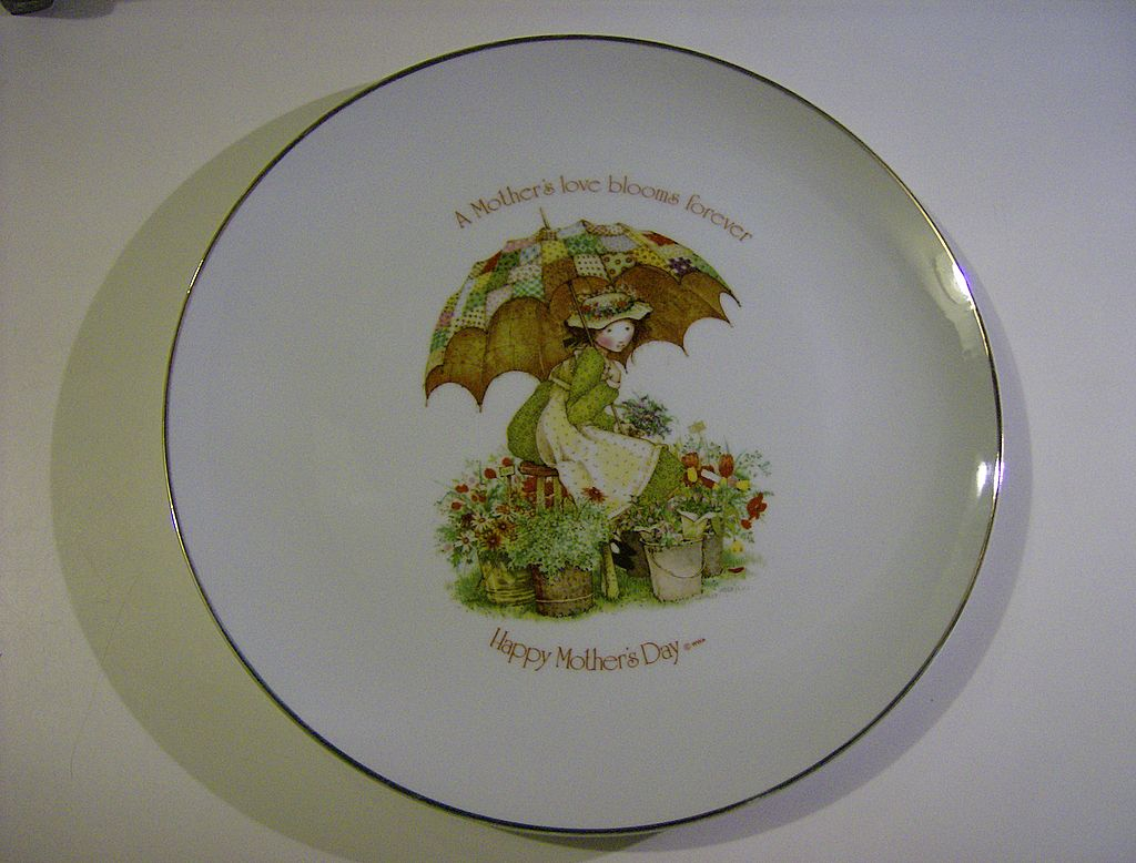 Holly Hobbie ~ Mother's Day Plate ~ 1976