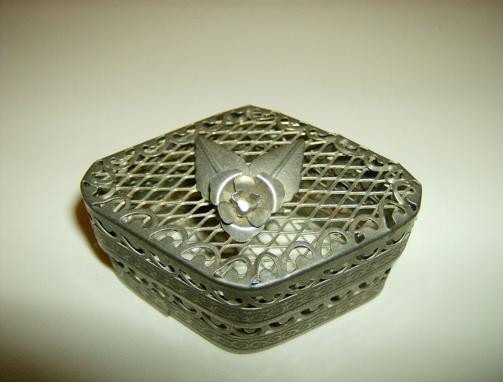 Silver Tone Metal Mesh Trinket Box with Rose