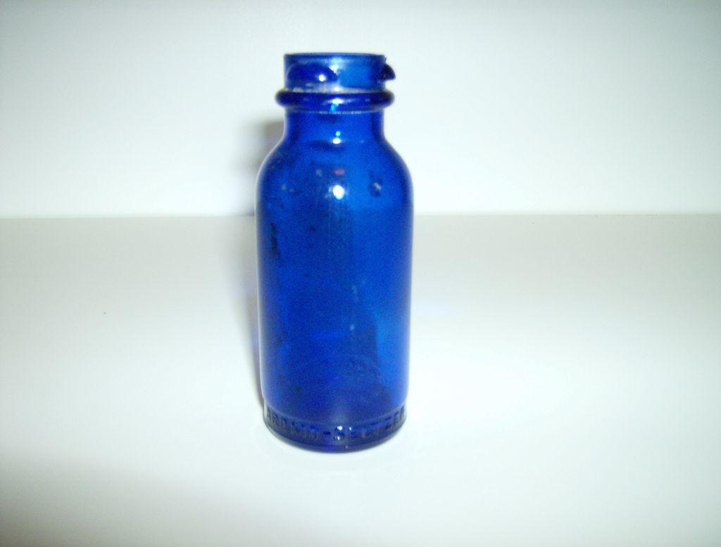 "bromo seltzer bottle dating 3 posts published by detroitarchaeology during september 2014 urban cobalt blue ""bromo seltzer"" medicine bottle dating to the 1890s bromo-seltzer bottle."