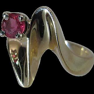 Stylish Vintage 14k Yellow Gold .25 Carat Natural Ruby Ring