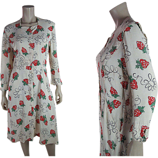 Pretty 1930's Sewing Strawberry Novelty Print Slubbed Rayon Day Dress
