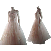 Frothy 1950's Vintage Strapless Pink Tulle Evening / Party Dress With Roses