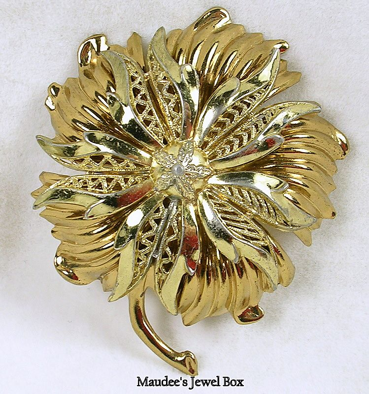Vintage Floral Filigree Gold Tone Brooch