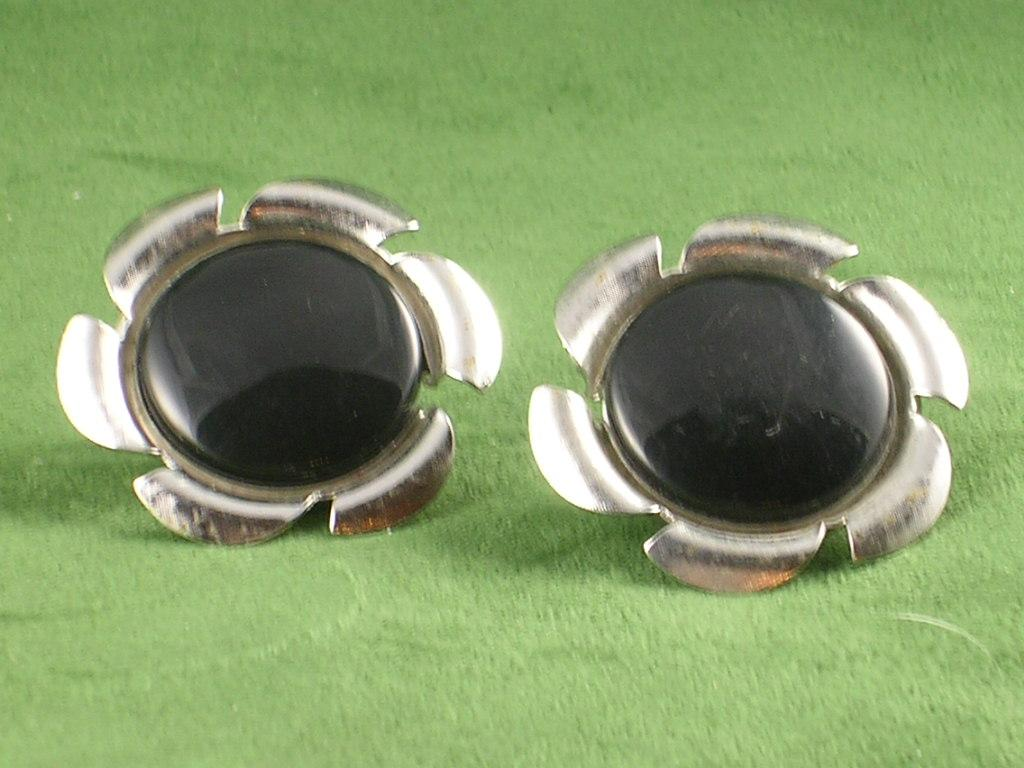 Sarah Coventry Convertible Black & White Silvertone Retro Earrings