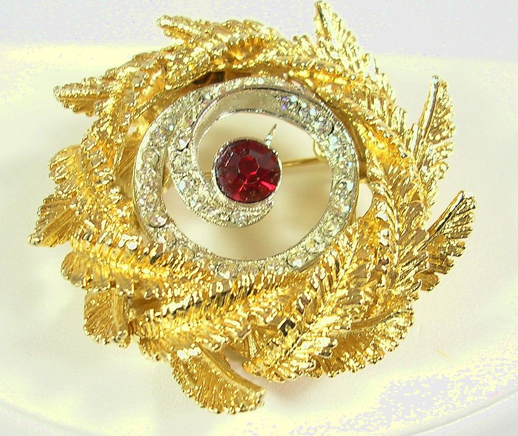 Signed ART Vintage Brooch Pin in Gold Tone with Crystal Clear and Ruby Red Rhinestones