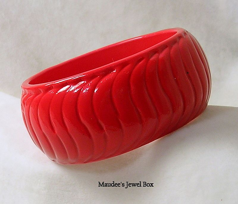 Vintage Red Enamel Wood Bangle Bracelet