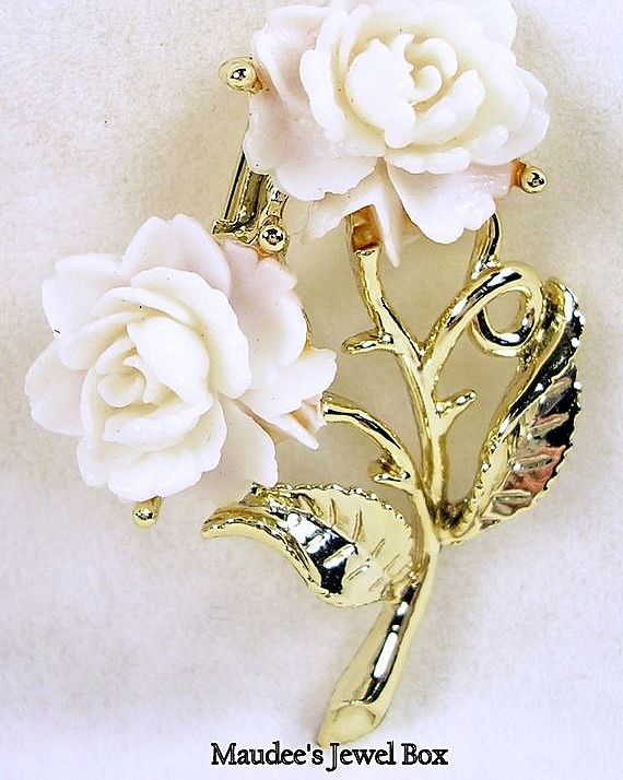Double Rose and Gold Tone Brooch Pin