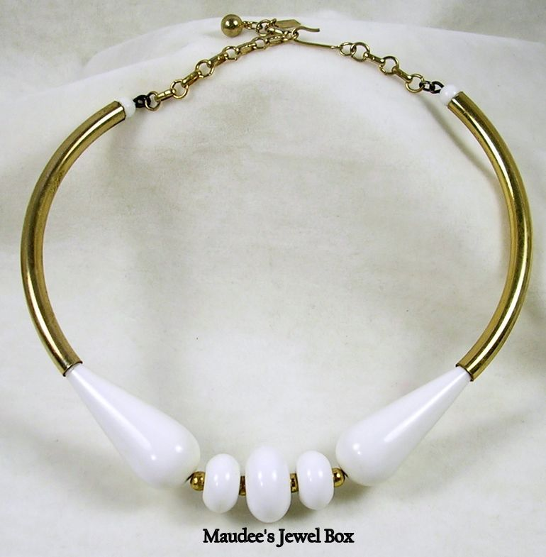 Signed Celebrity N.Y. Vintage White Glass and Gold Tone Necklace Choker