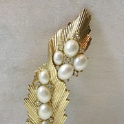 Vintage Trifari Leaf Brooch Pin with Simulated Pearls and Rhinestones in Gold Tone – Beautiful!