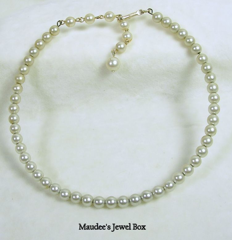 Vintage Simulated Pearls Choker Necklace
