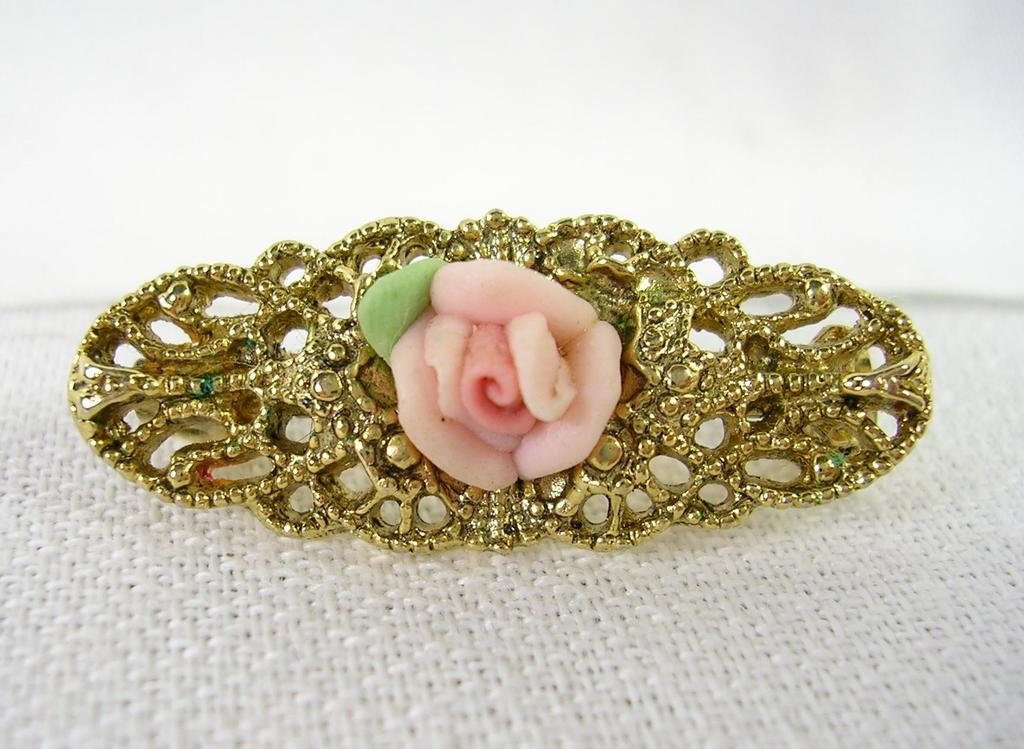 Vintage Pink Porcelain Rose on a Gold Tone Oval Filigree Brooch Pin