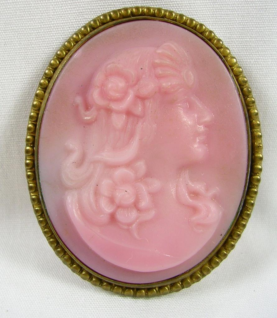 Vintage Pink Molded Glass Silhouette Cameo Brass Brooch Pin – Beautiful!