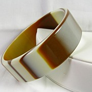 Beautiful Vintage Carmel and Vanilla Swirl Plastic Bangle Bracelet