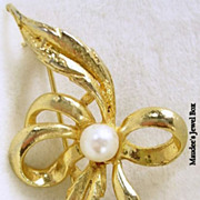 Vintage Bow and Simulated Pearl Gold Tone Brooch and Pin
