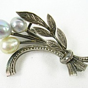 Small Pearl Floral Brooch in Sterling Silver – Beautiful!