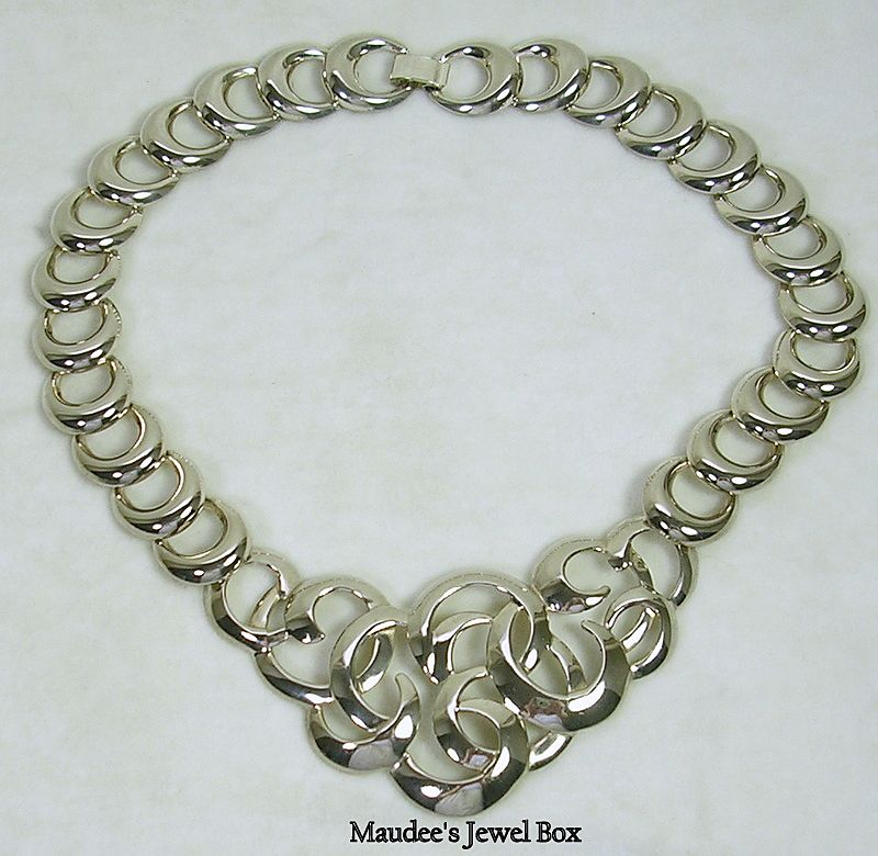 Vintage Silver Tone Intertwining Circle Bib Necklace