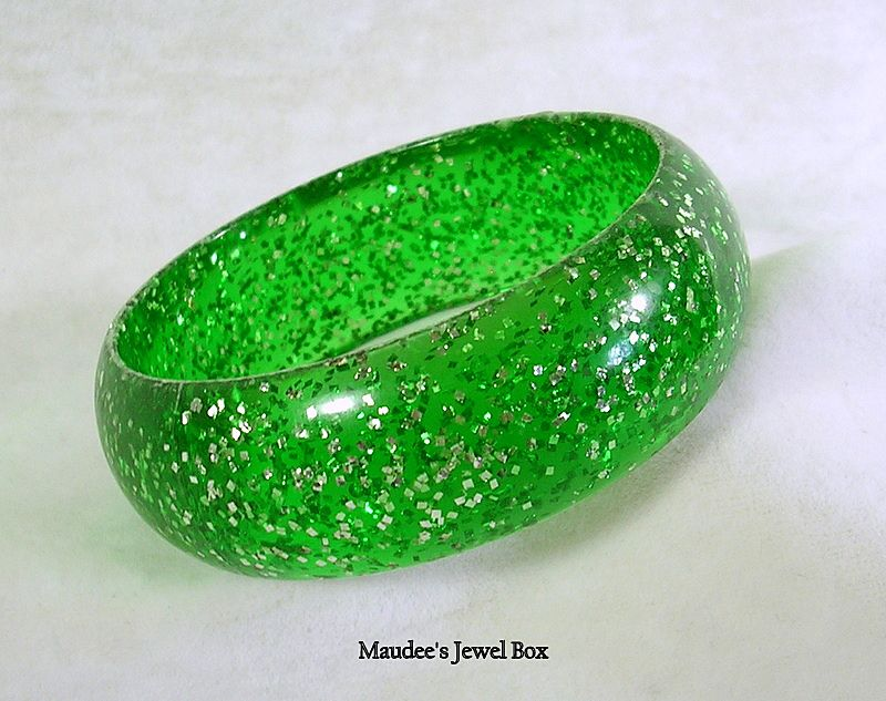 Vintage Emerald Green Glitter Lucite Bangle Bracelet