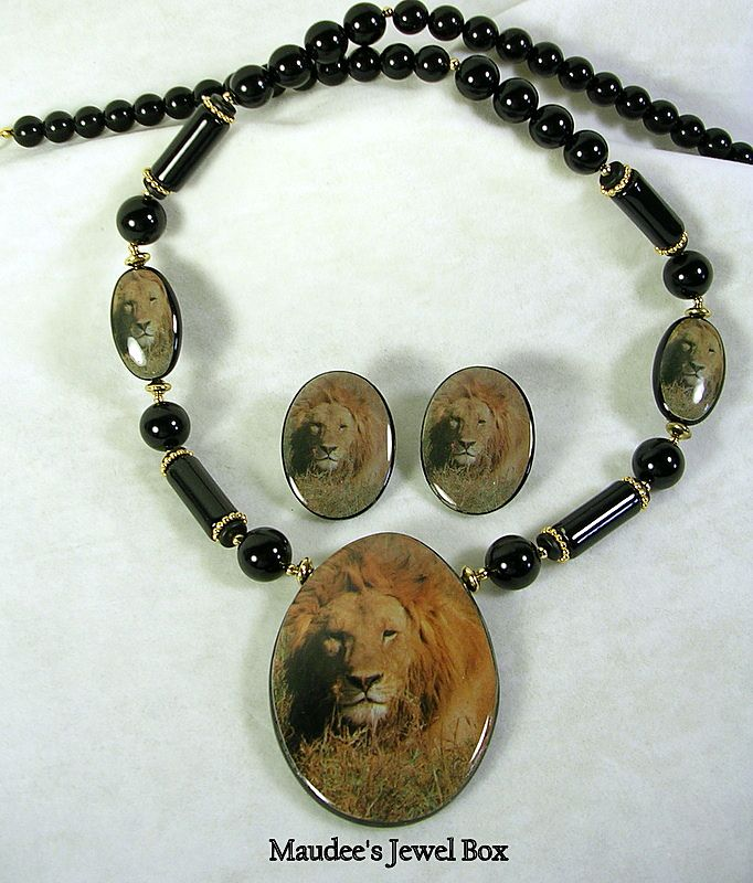 Signed Japan Vintage Lion Black Beaded Necklace with matching Pierced Lion Earrings – Stunning!
