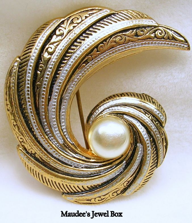 Vintage Damascene Two Tone Paisley Pin Brooch with Simulated Pearl