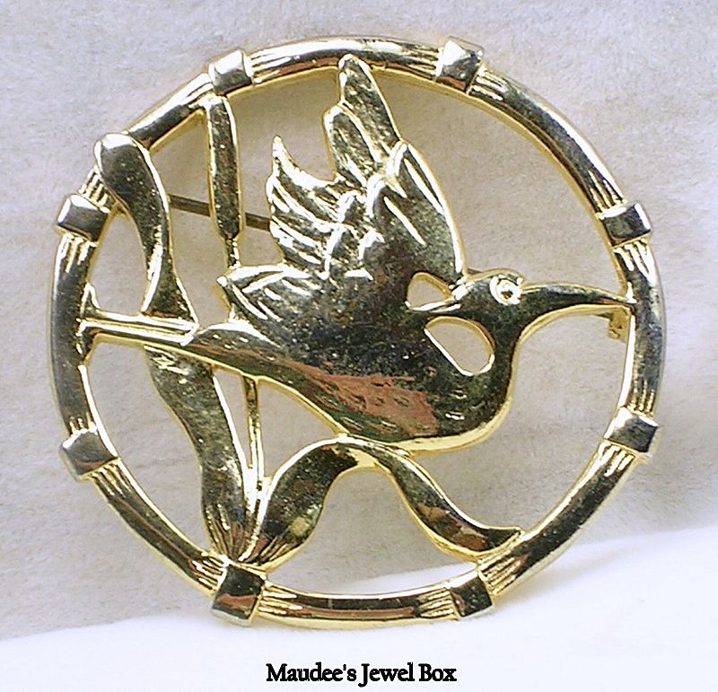 Vintage Bird (Flamingo) Circle Pin Brooch in Gold Tone