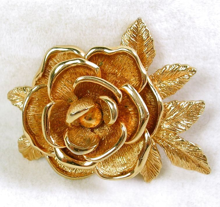 Signed Sarah Cov. Vintage Gold Tone Rose Brooch Pin