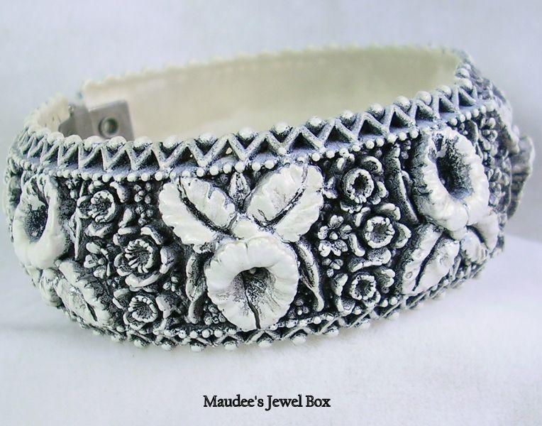 Vintage Black and White Lucite Bangle Clamper Bracelet