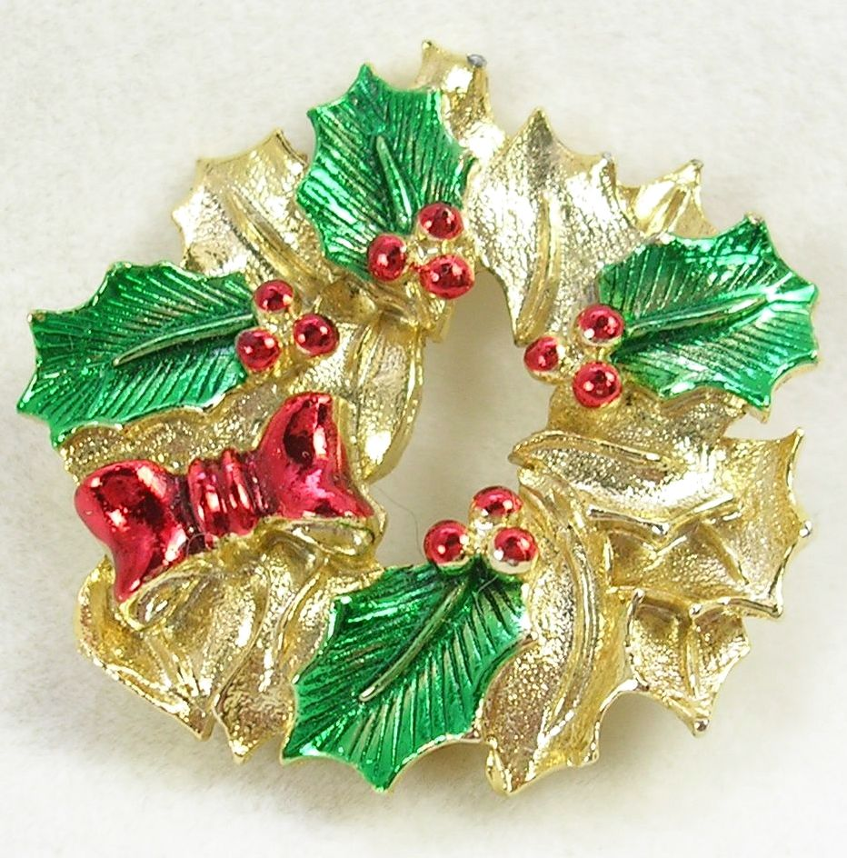Signed Gerry Christmas Wreath Brooch in Gold Tone