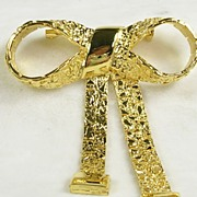 Beautiful Gold Tone Bow and Sash Brooch/Pin