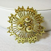 Lisner Dome Floral Pin Brooch in Gold Tone