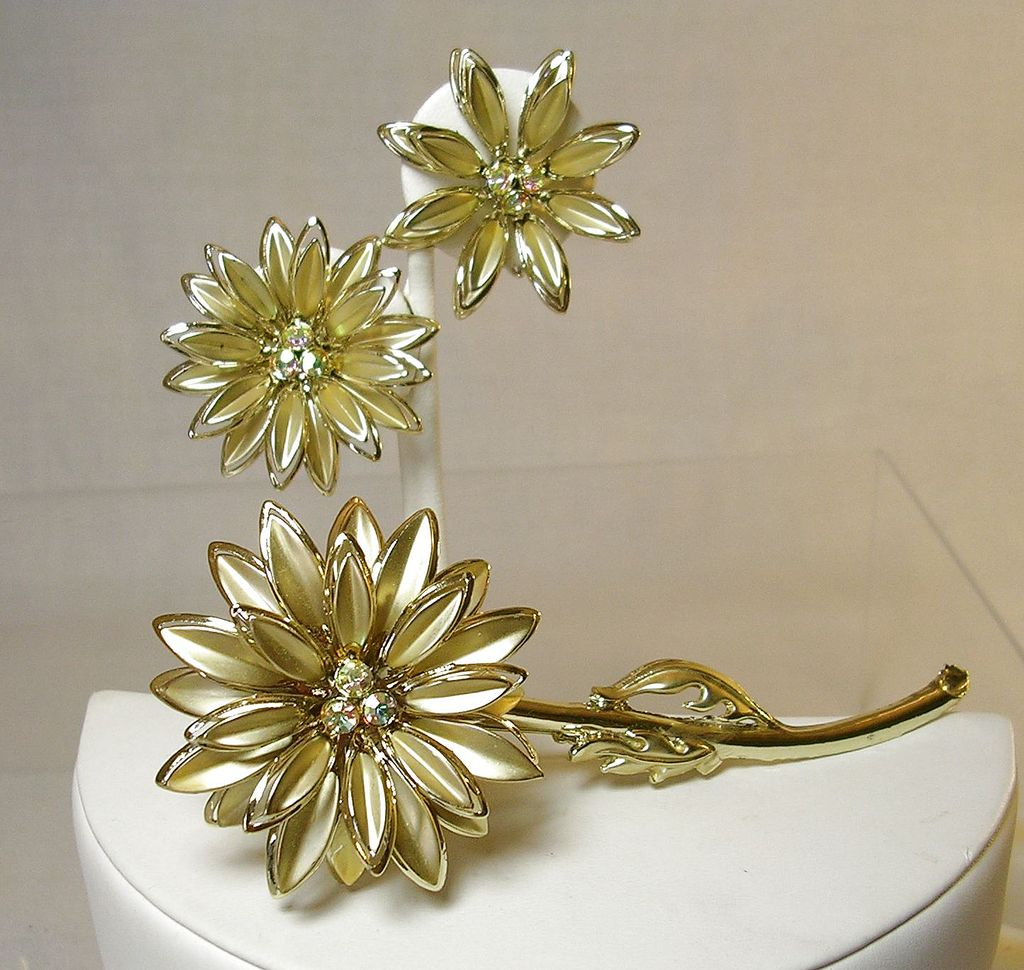 Vintage Chrysanthemums Brooch Pin with Matching Earrings and Aurora Borealis Rhinestones in Gold Tone