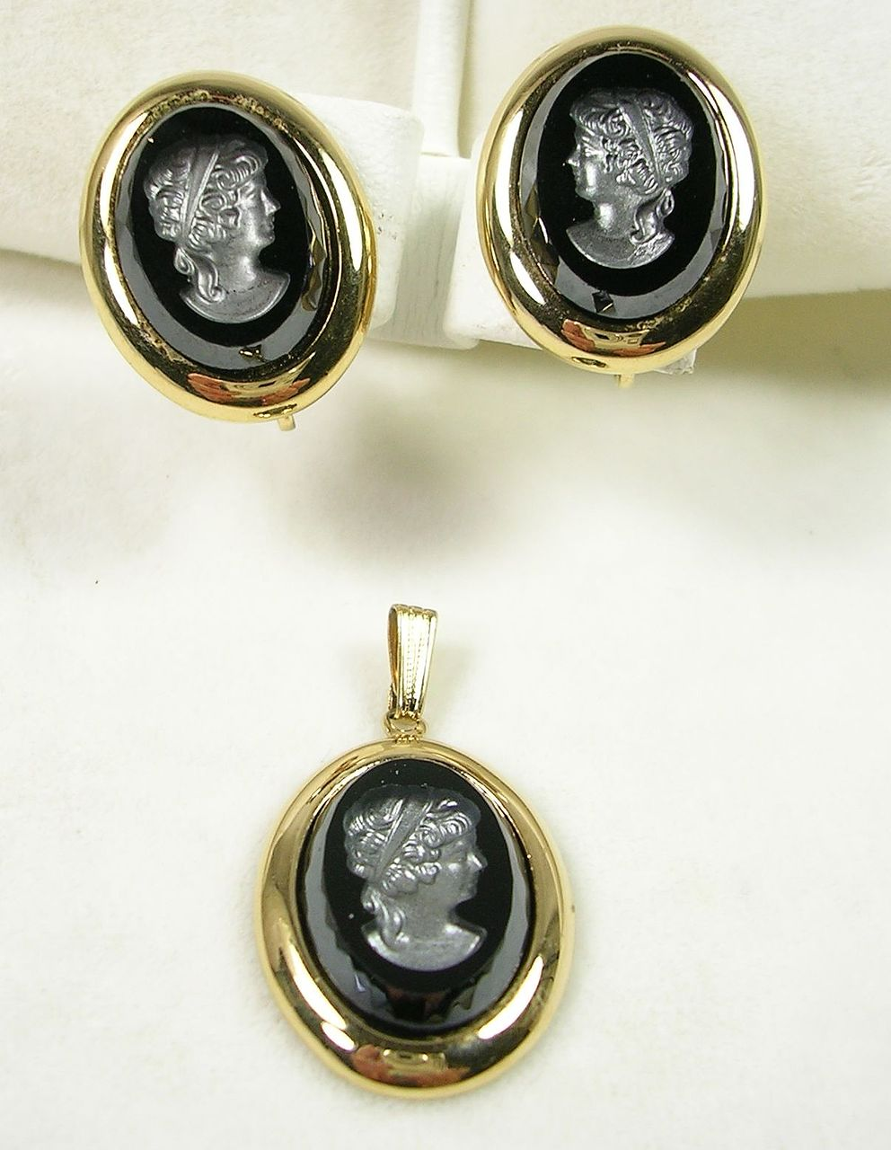 Sarah Coventry Cameo Pendant and Earrings