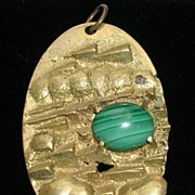 Signed Raminsky Eaveky Vintage Oval Pendant Necklace in Gold  Tone with a Faux Malachite – c. 1960