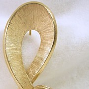 Trifari Crown Gold Tone Ribbon Pin/Brooch
