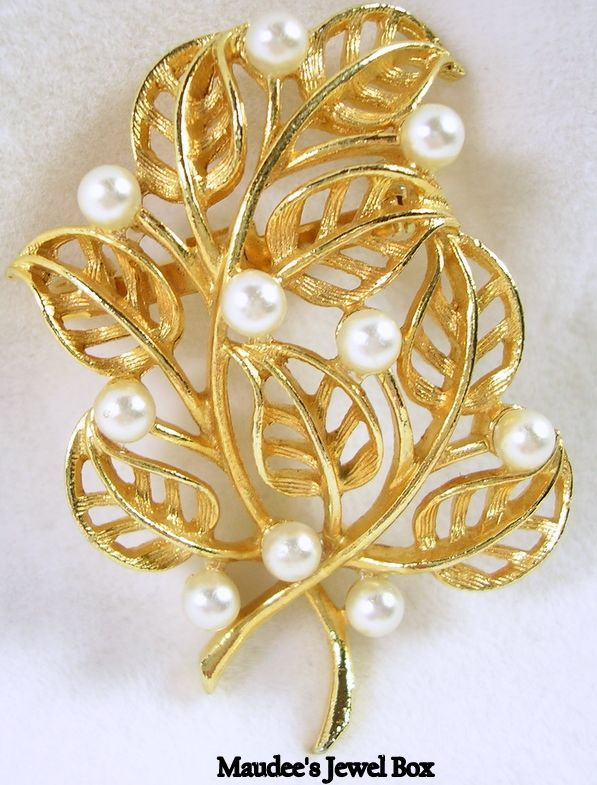 Vintage Open Design Multi Leaf Pin/Brooch with Simulated Pearls