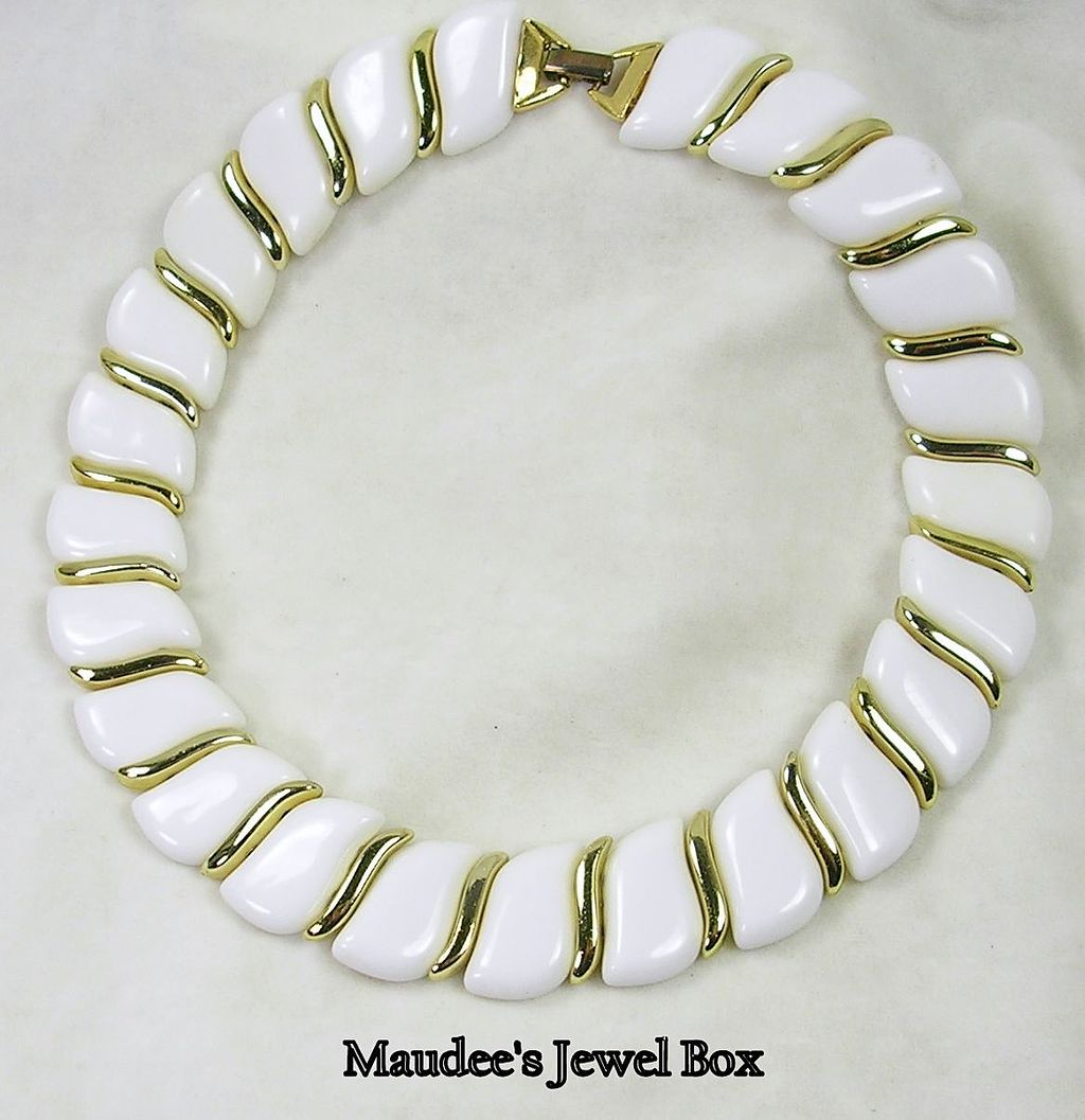 Vintage White Lucite and Gold Tone Link Necklace Choker