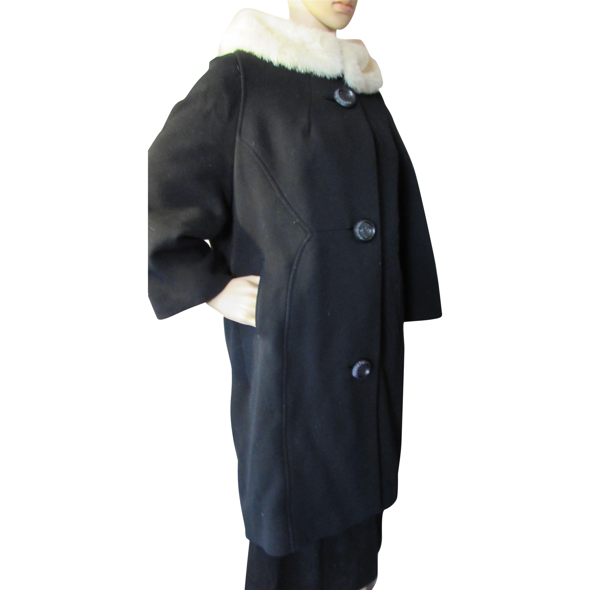 Attractive Mid Century Winter Coat in Black with White Fur Collar Union Label Stevens Rockford Illinois