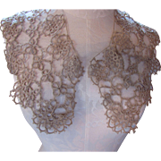 Lovely Vintage Tatted Collar in Ecru Lace